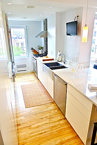 SoHo apartment - Galley - Reclaimed Maple floor