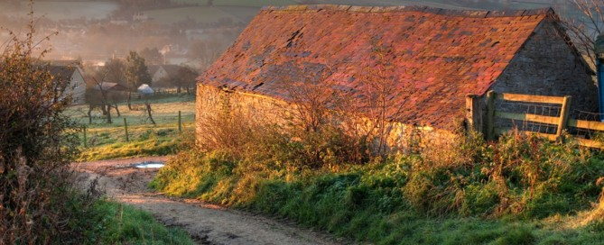 Old barn on the Cotswold Way, heading towards Chipping Campden, Gloucestershire, England.